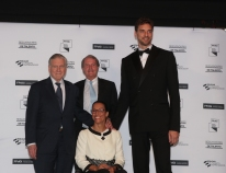 Pau Gasol, Teresa Perales and Valentín Fuster arrive at the 2018 FPdGi Awards