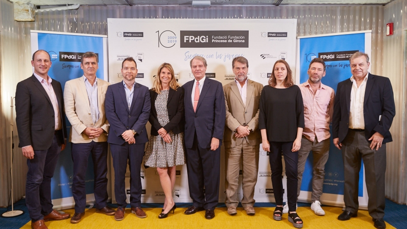 The jury of the International Prize with the President of the FPdGi, Francisco Belil